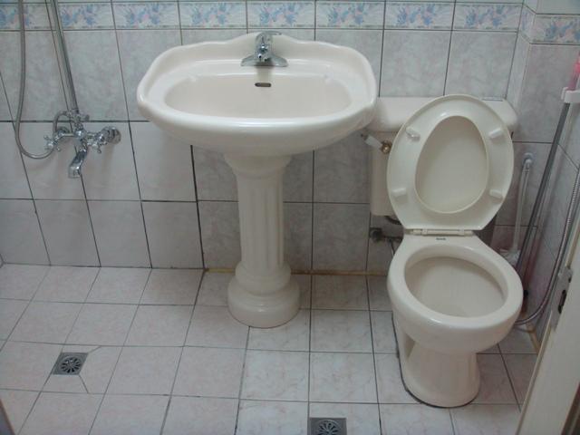 浴室整修更换马桶脸盆安装施工